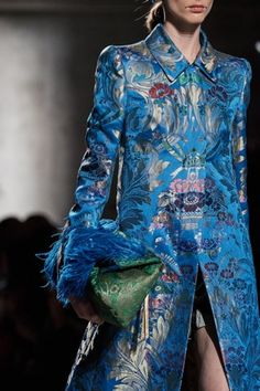 Dries Van Noten Spring 2020 Ready-to-Wear Collection - Vogue Fashion Moda, Fashion Week, Fashion 2020, Fashion Brands, Womens Fashion, Vogue Fashion, Fashion Spring, Fashion Details, Look Fashion