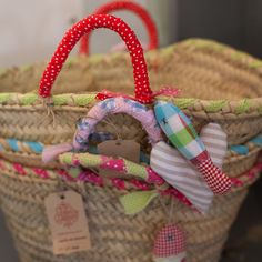 cestas - love the handles and little fish detail! Diy For Bags, Ibiza, Diy Straw, Beach Basket, Diy Clutch, Sweet Bags, Fibre And Fabric, Craft Bags, Basket Bag