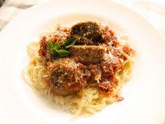 Almôndegas de cogumelos portobelo (isso mesmo sem carne mas com o mesmo gostinho :) ao molho caseiro de tomate ralado com ervas e grana padanno #meatless #mushrooms