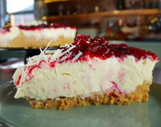This is such a seasonal cheesecake and even white chocolate haters will love it. The tartness from the ruby red cranberries cut the sweetness of the white chocolate giving you harmonious flavoured cheesecake. Christmas Cheesecake, Christmas Desserts, White Chocolate Ingredients, Springform Cake Tin, Digestive Biscuits, Cake Tins, No Bake Cake, Holiday Recipes, A Food