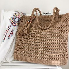 (Video) Tap the image to learn crochet step by step and have access to graphic - DiyForYou Crochet Clutch, Crochet Handbags, Crochet Purses, Crochet Market Bag, Net Bag, Shopper Bag, Filet Crochet, Learn Crochet, Knitted Bags