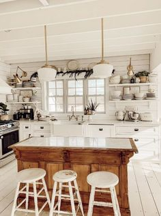 Winter Farmhouse Kitchen 23 Charming Cottage Kitchen Design and Adorning Concepts that Will Carry Coziness to Your Residence You don't have to purchas. Home Decor Kitchen, Kitchen Remodel, Home Remodeling, Home Decor, Home Kitchens, Farmhouse Kitchen Design, Kitchen Style, Home Decor Tips, Kitchen Design