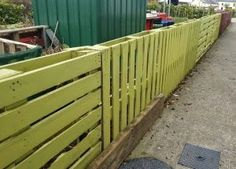 fence from pallets | very easy to make pallet fence.There are many lots of pallet fences ...