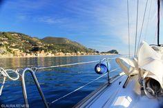 Opinione Barca a Vela Emozione3 - Sabato mattina a Finale Ligure per una veleggiata di tre ore fra Finale, Noli e la baia dei Saraceni.
