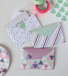 Olá! Encontrei na internet algumas ideias legais de cartões e envelopes e posto para vocês desenvolverem e acompanhar o presente do love. E...