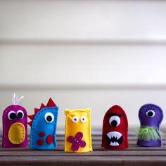 DIY: Felt Finger Puppet Monsters Pics only Felt Puppets, Puppets For Kids, Felt Finger Puppets, Puppet Crafts, Felt Crafts, Craft Projects, Crafts For Kids, Craft Ideas, Theme Halloween
