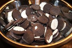 susannehalseth.blogspot.no: Oreokake-oppskrift med bilder! Oreo Cookies, Desserts, Food, Tailgate Desserts, Deserts, Meals, Dessert, Yemek, Eten