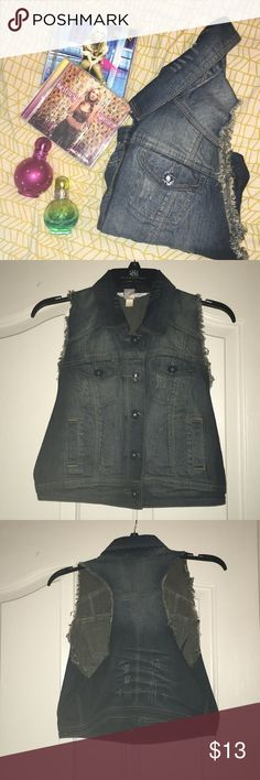 Britney Spears Candies Large Distressed Denim Vest This is a listing for a Britney Spears Candie's large distressed denim vest. This vest was only woe a couple of times, so it's in excellent condition! This best comes from a non-smoking household. This vest would be perfect for anyone attending any summer concert! (Bonus points for anyone attending a Britney concert! ✨) $13 Candie's Jackets & Coats Vests
