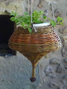 Susoension pour plante en osier vanné