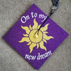 Awesome Graduation Cap Decoration Ideas - For Creative Juice Disneys Tangled Inspired Graduation Awesome Graduation Cap Ideas. Disney Graduation Cap, Graduation Cap Designs, Graduation Cap Decoration, Graduation Diy, High School Graduation, Graduation Outfits, Kindergarten Graduation, Graduation Cap Pictures, Grad Pics