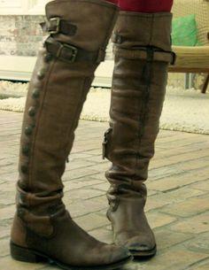 rockin tall button boots <3