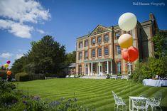 Ardington House - An Idyllic Country House & Garden Venue in Rural Oxfordshire - Girl Gets Wed Garden Venue, English Castles, Formal Gardens, Wedding Balloons, Country Estate, Wedding Styles, Wedding Venues, Wedding Inspiration, Home And Garden