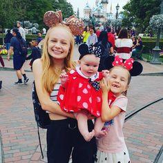 "Mia🦄 Sienna🧜♀️ Karma🐝 on Instagram: ""HEY #FIZZFAM! We went to @disneyland and it was so fun! We even got to meet Santa! Have you guys been to disney? 😜🐭"" Maddie Zeigler, Meet Santa, Pusheen, Little Mix, Easter Crafts, Karma, Youtubers, Disneyland, Guys"