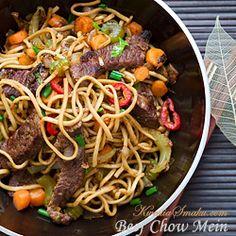 Chiński makaron z woka z wołowiną i warzywami