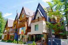 Ioana Hotels este unul dintre putinele (inca) locuri din Romania ce a atins maturitatea in ceea ce priveste profesionalismul si clasa serviciilor oferite. Este unul dintre hotelurile care ar putea reprezenta cu succes turismul romanesc in afara granitelor tarii. Calatorie faina va dorim! Romania, Cabin, Mansions, House Styles, Home Decor, Granite Counters, Mansion Houses, Homemade Home Decor, Manor Houses