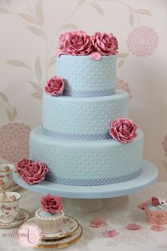 - Combining pastel wedding colors with chic vintage designs creates a picture perfect wedding day Uk Wedding Cakes, Pastel Wedding Cakes, Pastel Cakes, Country Wedding Cakes, Wedding Cake Roses, Wedding Cake Designs, Wedding Cupcakes, Rose Wedding, Floral Wedding
