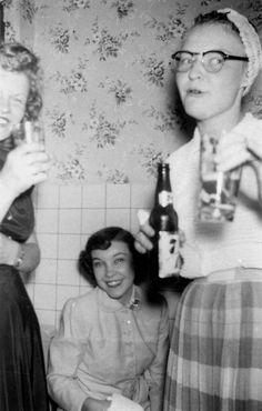christmas vintage retro 28 Vintage Photographs, Vintage Images, Old Pictures, Old Photos, 1940s, Vintage Party, Retro Party, Film, Candid