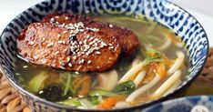 Chinese soup with thousand vegetables and miso, marinated and grilled tempeh - La Fée Stéphanie Tempeh, Vegetarian Recipes, Healthy Recipes, Asian Soup, Asian Recipes, Ethnic Recipes, Mille, Food For Thought, Healthy Eating