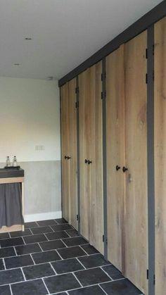 Blij met de nieuwe kastdeuren in de bijkeuken ☺. www.vantkloosterbouw.nl