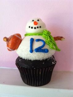 Seattle Seahawks 12th Man Cupcakes & Where to Find Them! #12thMan #Seahawks  Photo: Pinkabella Cupcakes