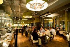Uitnodigend, verrassend en gastvrij, dat is Grand Café Eight in Alphen aan den Rijn.  Reserveer nu een tafeltje of kies voor deze culinaire special: 4-gangen menu inclusief bijpassende wijnen met €12 korting, nu €47,50 per persoon.