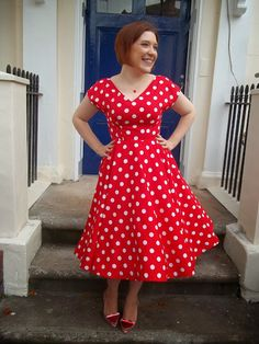 Distant Sun dress - By Hand London Anna dress with a circle skirt. By Dolly Clackett Pin Up Outfits, Pretty Outfits, Jackie Kennedy, Clothing Patterns, Dress Patterns, Sewing Patterns, Long Circle Skirt, Vintage Dresses, Vintage Outfits