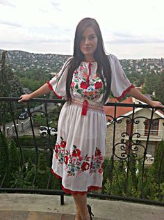 Hungarian beauty in Kalocsai embroidery Embroidery Stitches, Embroidery Patterns, Embroidery Techniques, Folklore, Hungarian Embroidery, Ethnic Fashion, Traditional Outfits, Lace Skirt, Style Inspiration