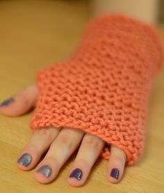 Ravelry: Easiest Possible Fingerless Gloves with Straight Needles pattern by Leah Goldstein Fingerless Gloves Knitted, Knit Mittens, Stitch Patterns, Knitting Patterns, Knitting Accessories, Textiles, Free Knitting, Crochet, Hobbies