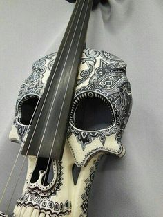 Rockin' skull cello