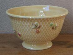 Williams Sonoma ceramic honeybee bowl