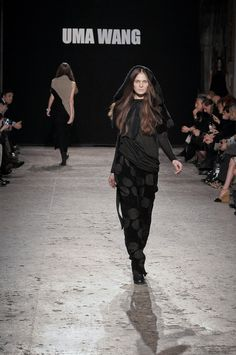 Milano Moda Donna 2012: la sfilata evento di Uma Wang e la collezione per Swatch, le foto