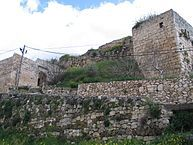 In 1176, King Baldwin IV placed his maternal uncle, Joscelin III of Edessa, into the powerful position of Seneschal of Jerusalem. In 1186, Guy and Sibylla granted Chastel Neuf and Toron, with other territory, to Joscelin. (Chastel Neuf, or King's castle, in Mi'ilya)