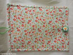 Cantinho do Fuxico: Ecobags para supermercado! Origami Flowers, Pot Holders, Quilts, Sewing, Fabric, Cotton Tote Bags, Sewing Ideas, Tiffany Sunglasses, Fabric Book Covers