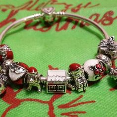 When you read the slogan of Pandora Jewelry you can read that this brand represents exclusive and timeless . Pandora Bracelet Charms, Pandora Jewelry, Jewelry Tools, Jewelry Bracelets, Pandora Sale, Jewelry Making Tutorials, White Enamel, Bracelet Designs, Modern Jewelry