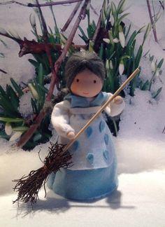Frau Tau für den Jahreszeitentisch auf Bestellung von Blumenkinder für den Jahreszeitentisch auf DaWanda.com