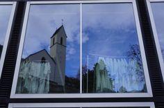 Irdische Gewänder  #Chur #Kirche #Schule #Spiegelung