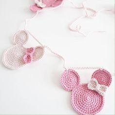 Mickey y Minnie Ranker Crochet Baby Bibs, Crochet Bunting, Crochet Garland, Crochet Decoration, Crochet For Kids, Diy Crochet, Crochet Crafts, Crochet Dolls, Hand Crochet