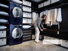 Trockner auf Waschmaschine im begehbaren Kleiderschrank mindert die Arbeitswege…