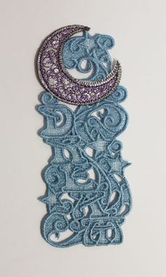 free and easy bobbin lace bookmark   Here is a completed design showing the front. Be aware that the front ...