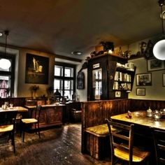▸ Das sind die ausgefallensten Flohmärkte in Wien - All You Can, Bar, Winter, Home Decor, Romantic Dates, Cozy Cafe, Round Round, Destinations, Winter Time