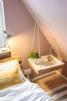 With this DIY bedside table your bedroom will be unique: floating bedside table in boho style Homemade bedside table! With this DIY bedside table your bedroom will be unique: floating bedside table in boho style Diys Room Decor, Bedroom Decor, Decor Ideas, Bedroom Crafts, Decorating Ideas, Bedroom Wall, Diy Room Ideas, Bedroom Shelving, Diy Ideas