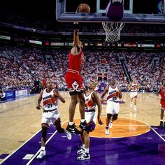 Scottie Pippen pours in 27 pts as the Chicago Bulls take Game 1 of the 1993 NBA Finals
