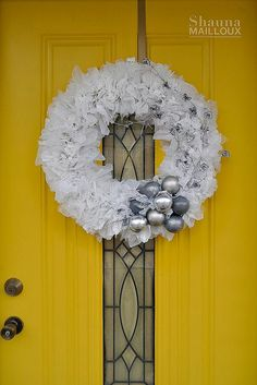 DIY upcycled winter wreath made from grocery bags, light bulbs, bubble wrap, and bottle caps! AMAZING!