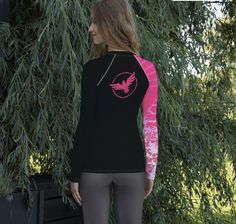 $93.16CAD taxes incl. Free Shipping. PayPal available.  82% polyester, 18% spandex • 40 UPF • Fitted design • Comfortable longer body and sleeves • Flatseam and coverstitch • Very soft four-way stretch fabric that stretches and recovers on the cross and lengthwise grains Grain Size, Rash Guard, Stretch Fabric, Victorious, Stretches, Grains, Spandex, Slim, Smooth
