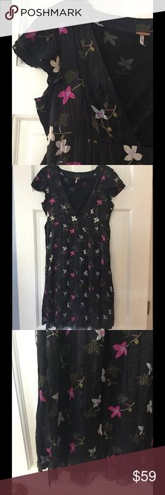 "Free People floral print silk dress Beautiful Free People dress features a notch front and back tie. 100% silk with nylon lining. Underarm across 16"". Length 37"". Excellent condition. Free People Dresses"