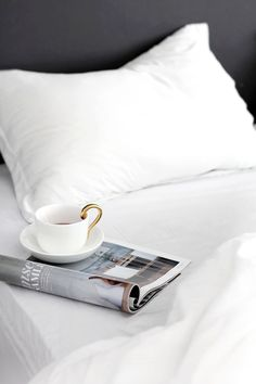 Time for a little 'Lazy Sunday' inspiration ... have a good one.x debra1 morning coffee by stylizimo | 2 ivy covered exterior by matthew salvaing for AD fr | 3 just black by figtny | perfect end to the weekend, drinks by candlelight by magnolia by mia follow on bloglovin'