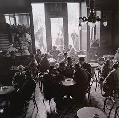 Ημέρα εκλογών στο καφενείο Ζαχαράτου,Αθήνα,Φεβρουάριος 1956 Δημήτρης Χαρισιάδης.