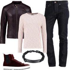 Jeans baggy alla caviglia, con vestibilità slim, giacca di pelle, maglione con scollo tondo, splendide sneakers alte in velluto Hogan e bracciale in acciaio. Splendido look per il vostro tempo libero.