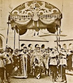 HHMM King Ferdinand and Queen Marie of Romania - Coronation at Alba Iulia Ferdinand, Romanian Royal Family, Queen Victoria Family, Royal Crowns, House Of Windsor, Painted Clothes, Royal Jewelry, Crown Jewels, King Queen