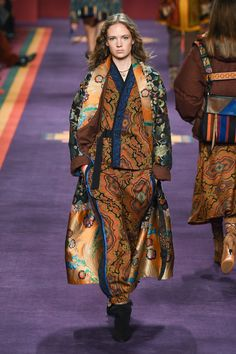 See the complete Etro Fall 2017 Ready-to-Wear collection.